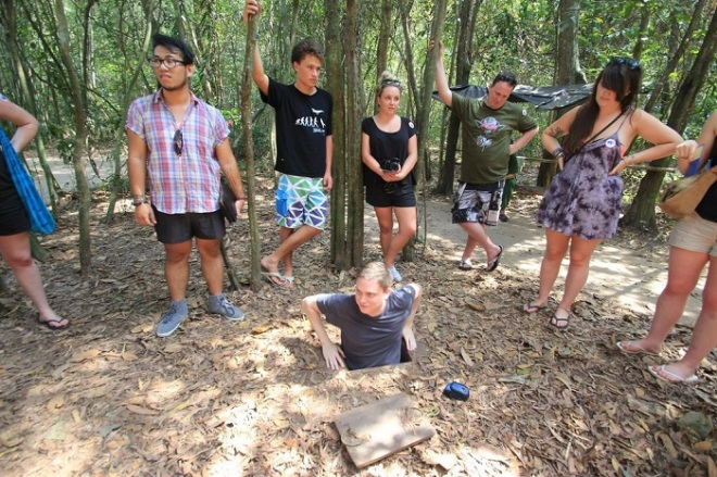 Saigon luxury car transfers to Cu Chi tunnels