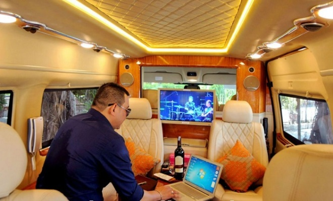 Hue luxury car to Danang