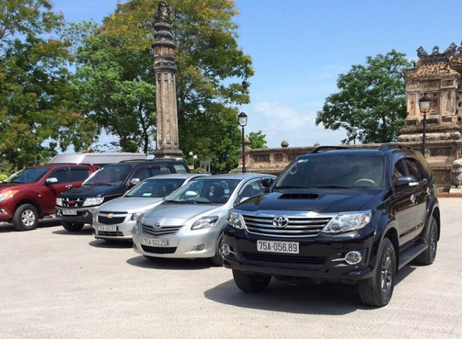 Hanoi car hire transfers with English chauffeur service