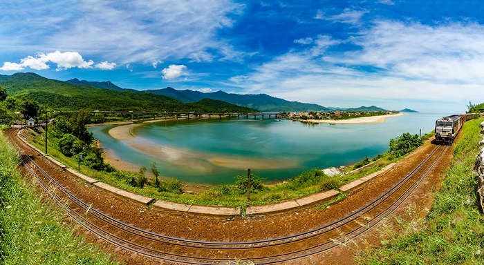Hue to Danang by private car