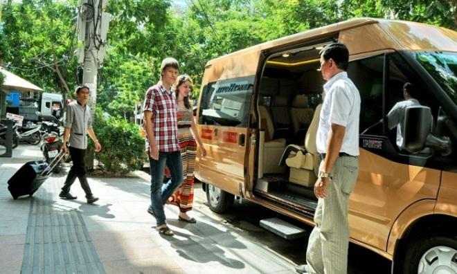 Hue luxury car to Hoian